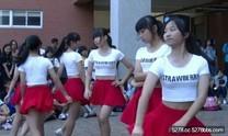 現在國中生身材都這麼好是要怎麼看他們跳舞……焦點都跑到別的地方了