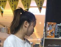 偷拍極品粉嫩美女的鮑魚 跟到商場拍臉